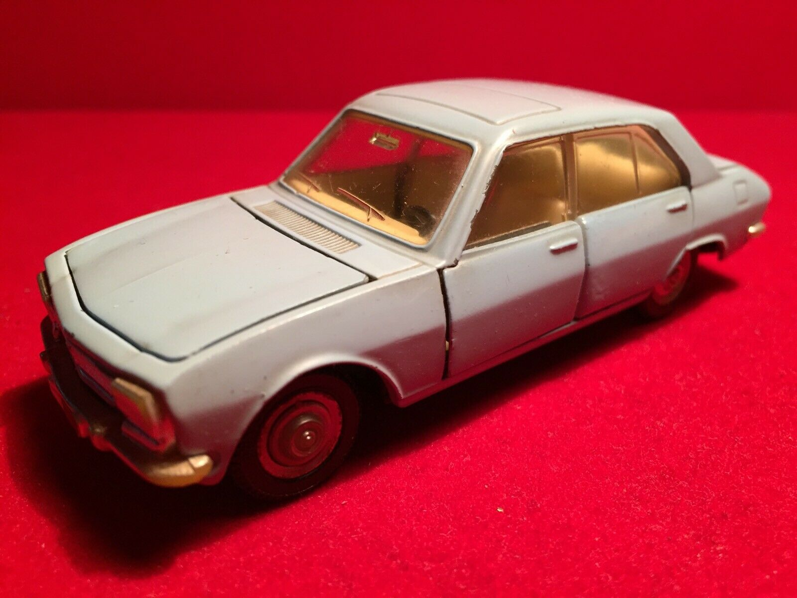 Dinky Toys   Peugeot 504    1415