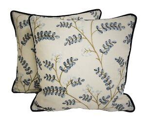 Jane-Churchill-Tela-Delphine-Azul-Contraste-Bordado-por-departamento-Cushion-Covers
