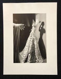Wols, Ohne Titel, bambola con toga, 1937, fotografia dal SCONTO, 1996
