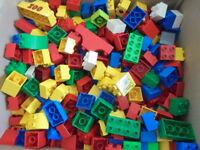 über 500 Bausteine Lego Duplo