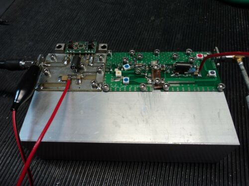 110-620 MHz Rf Amplificateur de puissance Palette 3 W Classe a pour tv numérique @ 24 V