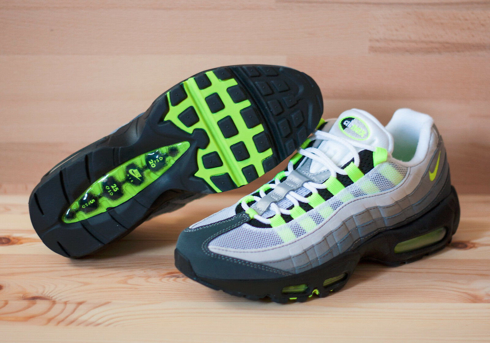 Nike Wmns Air Max 95 307960-003 EU 40 US 8,56 Neu Neon Grau Schwarz 93 97