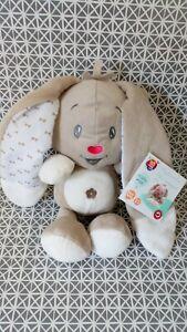 Doudou peluche lapin beige blanc coeur rouge oreilles crissantes Auchan neuf
