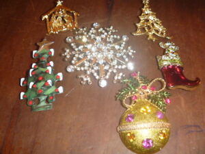 Vintage-Christmas-Pins-Brooches-Lot-Of-6-KC-And-Others