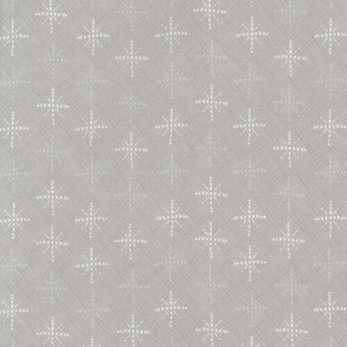 Lynette Anderson Scandinavian Christmas II Snowflakes Pale Cream Per 1//4 Metre