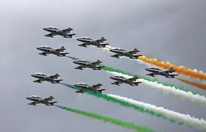 FREECE-TRICOLORI-IN-FULL-FORMATION-AT-RIAT-2011-8X10-PHOTO-EP-623