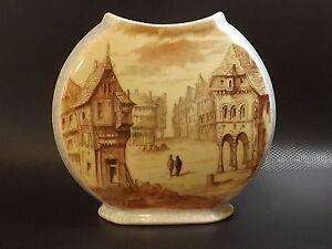 Beau-Vase-XIXe-en-Porcelaine-de-Paris-a-decor-de-Village-Medieval