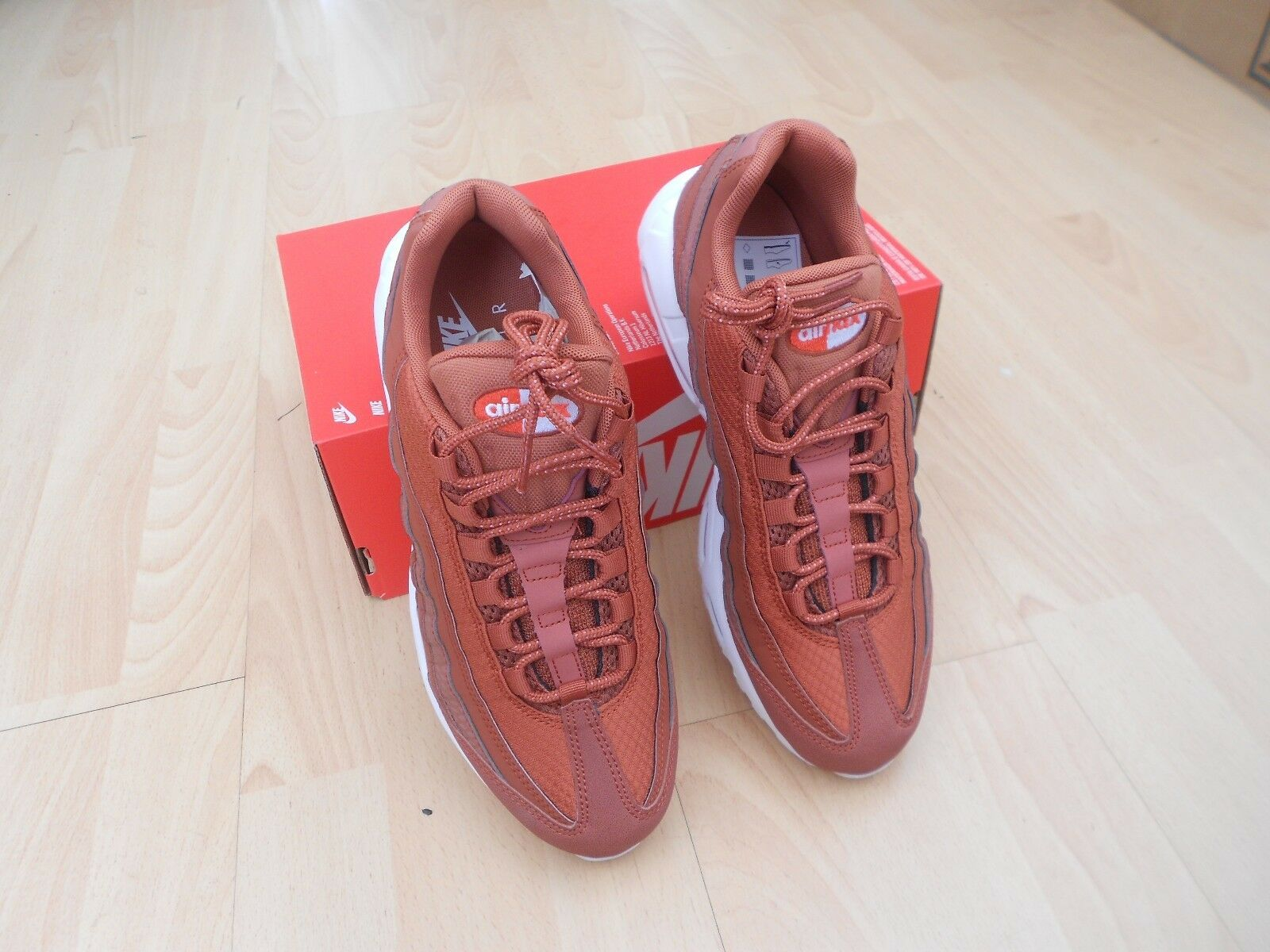 BNWOB NIKE  AIR MAX 95 PRM SE TRAINERS - UK Taille 7 - DUSTY PEACH & blanc