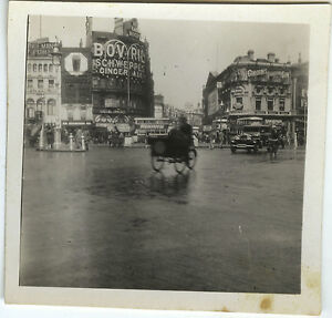 PHOTO-ANCIENNE-VINTAGE-SNAPSHOT-LONDRES-PICCADILLY-CIRCUS-TRIPORTEUR-1932