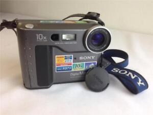 Sony-Digital-Mavica-MVC-FD73-Camera-10X-Optical-Zoom-3-5-034-FD-w-Battery