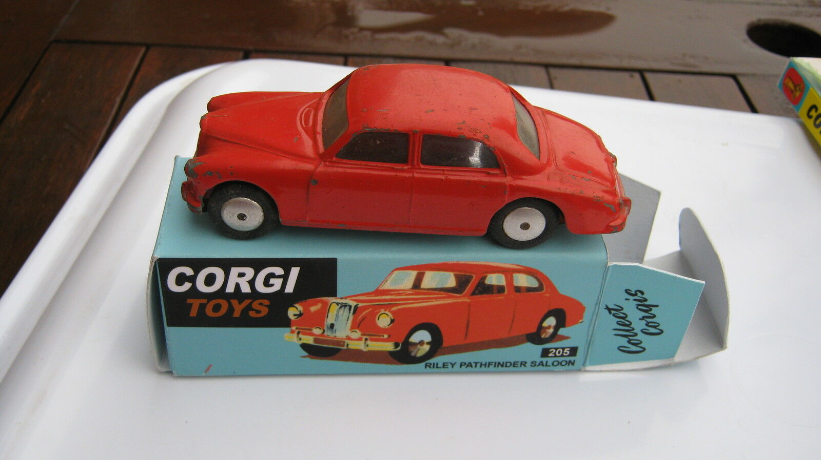 CORGI 205 RILEY PATHFINDER SALOON 1956-62 ORIGINAL VERY GOOD CAR IN GOODREPROBOX