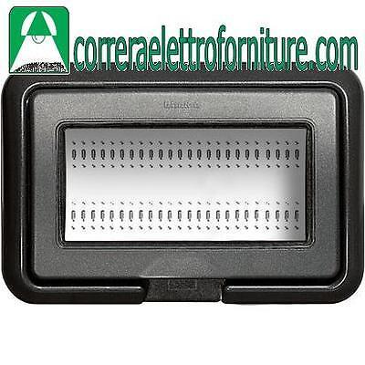 colore grigio BTICINO 25603 Coperchio IP55 per scatola 503E di 3 moduli Matix