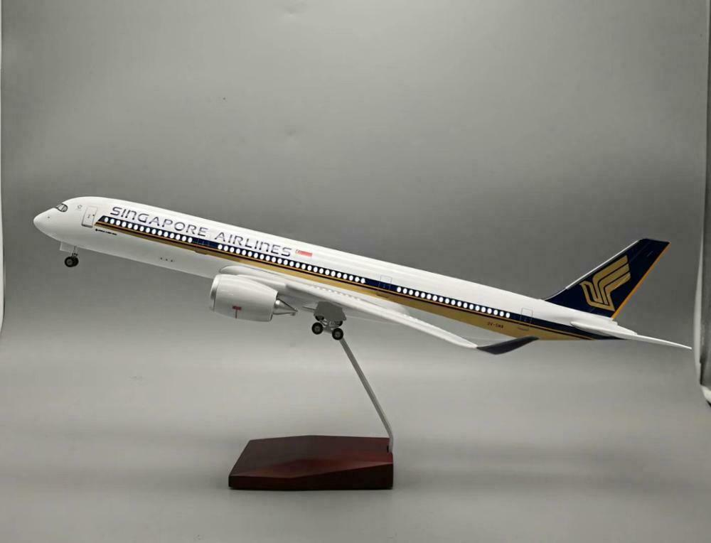 A 350-900 Airbus Singapore Airlines 9V-SMA  w Led Lighting 47 cms long