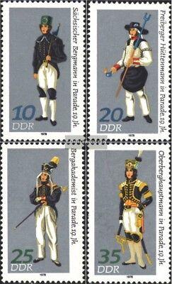 Gestempelt 1978 Paradetrachten kompl.ausgabe Hingebungsvoll Ddr 2318-2321