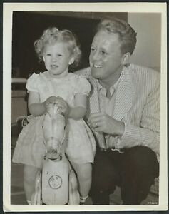 Van-Johnson-ORIGINAL-1950s-MGM-Candid-Photo-Grounds-for-Marriage