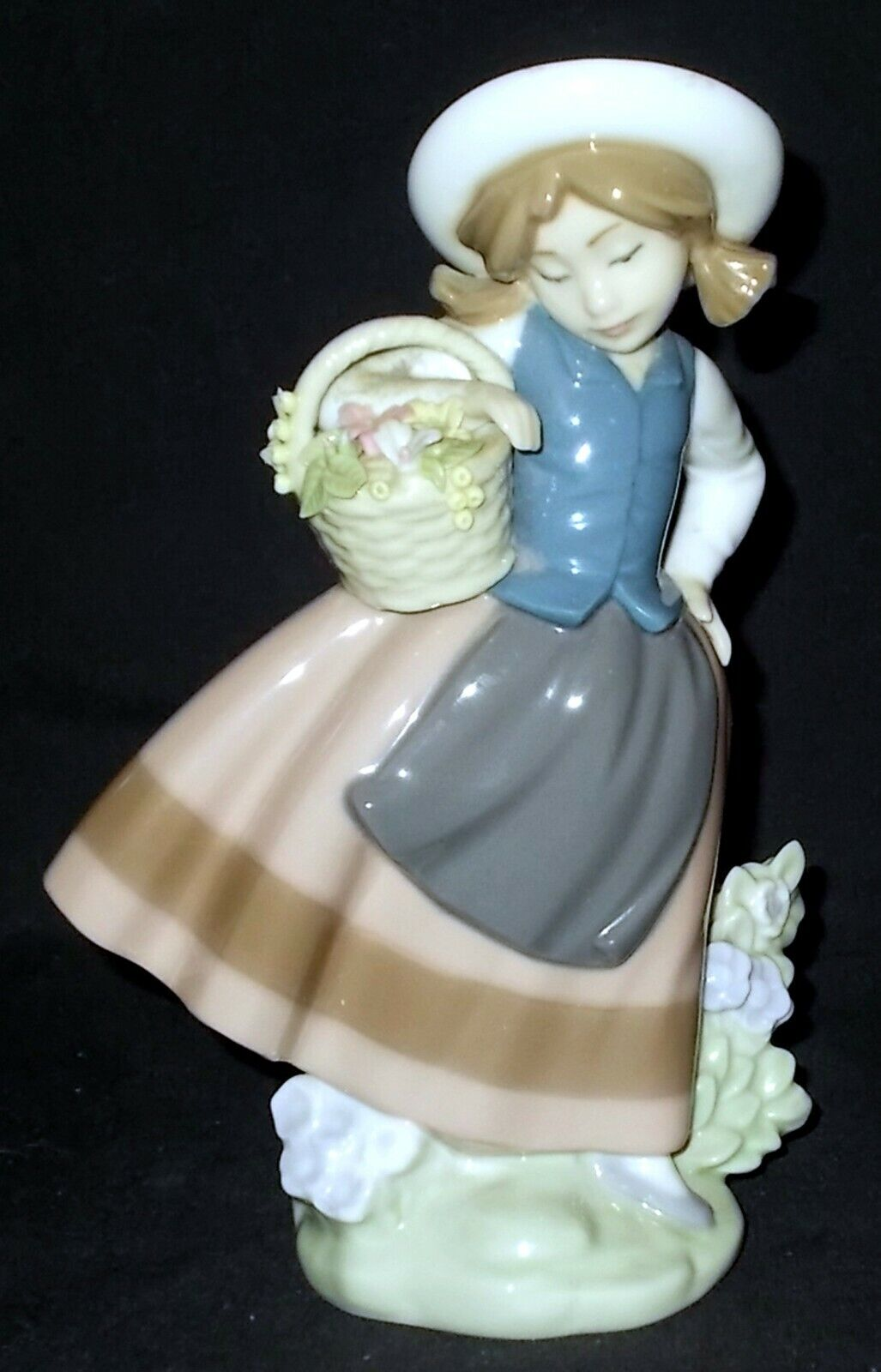 Image 1 - Lladro-SWEET-SCENT-5221-Figure-Made-in-Spain