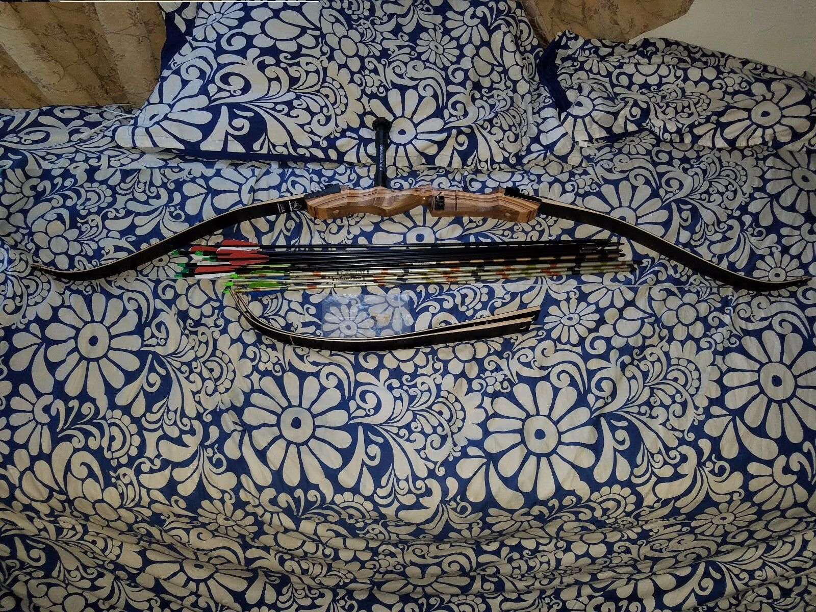 2016 Fleetwood Archery Monarch Takedown Recurve Bow 62  R H 35& W  Arrows