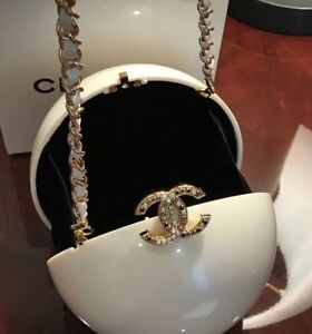 596d3a123296 ULTRA RARE CHANEL CC RUNWAY CHAIN PEARL BAG CLASP LIMITED EXCLUSIVE ...