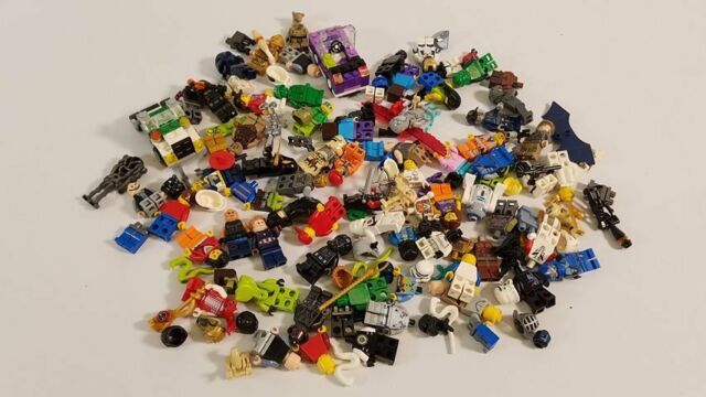 0.80 Lb Of LEGO Minifigures, Parts and Accessories - LOT