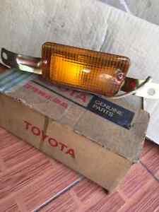 TOYOTA-CORONA-MARK-II-CRESSIDA-RX12-Rx30-TURN-SIGNAL-LIGHT-LAMPS-LH-NOS-JAPAN