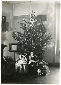PHOTO-noir-et-amp-blanc-sous-l-039-arbre-de-Noel-christmas-les-jouets-enfance