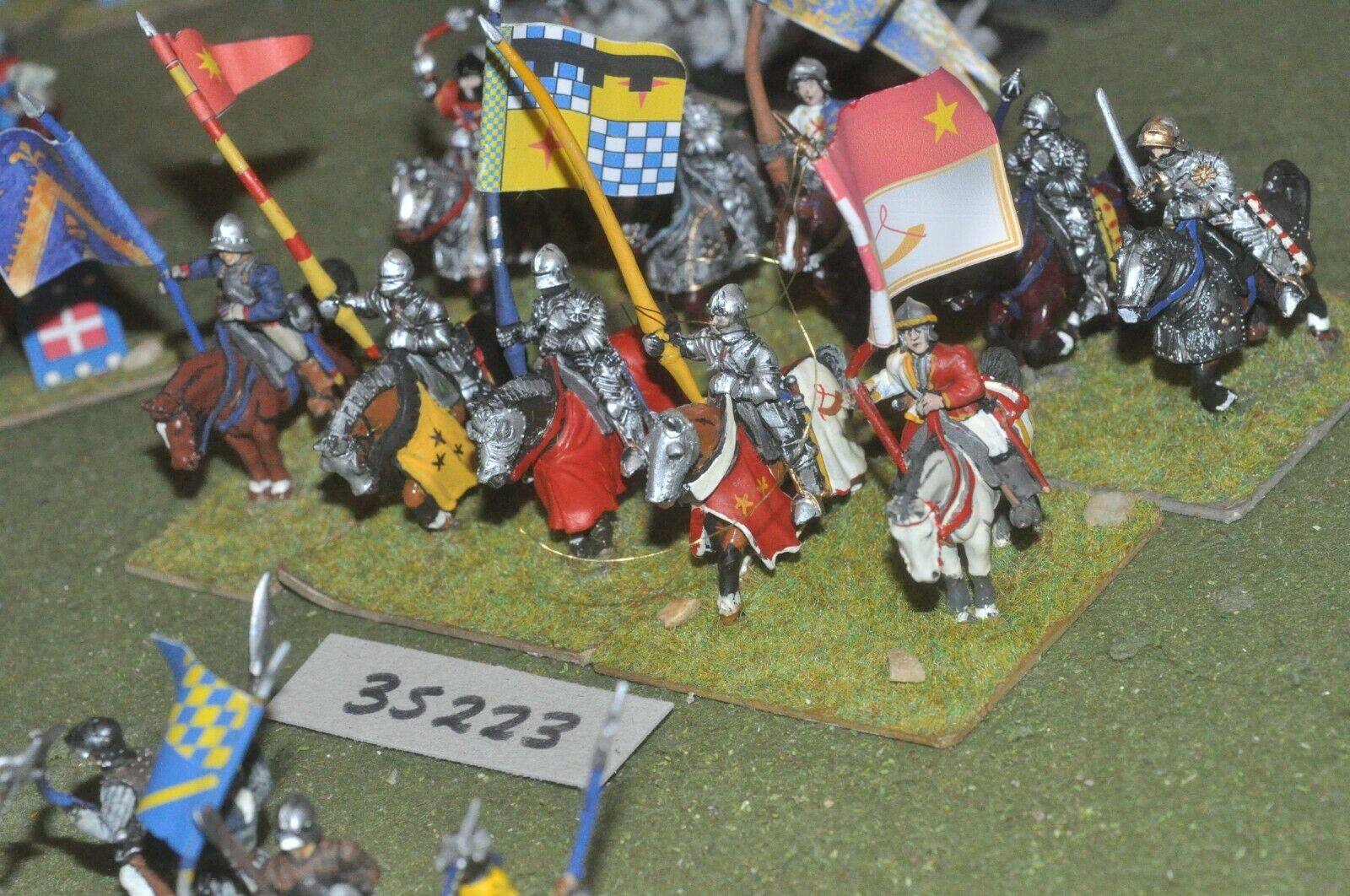 25mm medieval Amarillo-Men at Arms 10 figuras-CAV (35223)