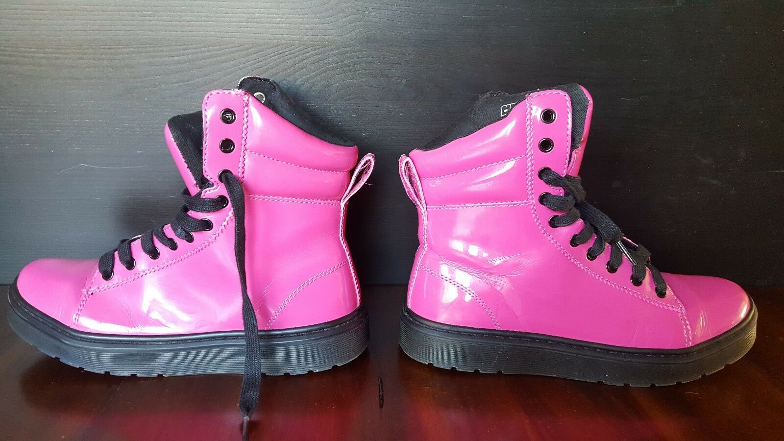 DR. MARTENS MIX IN HOT PINK PATENT LAMPER Womens Size 9US , 7EU