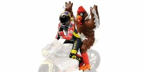 Valentino-Rossi-Riding-Figure-Chicken-GP-Barcellona-1998-1-12-Model-MINICHAMPS