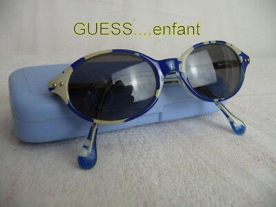 Guess* Lunettes Solaire Enfant + étui Rigide Bleu Ciel Prestazioni Affidabili