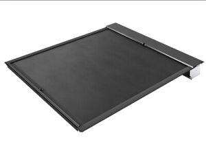 """Roll-N-Lock M Series Retractable Tonneau Cover 04-06 Silverado/Sierra 5'8"""" Bed"""