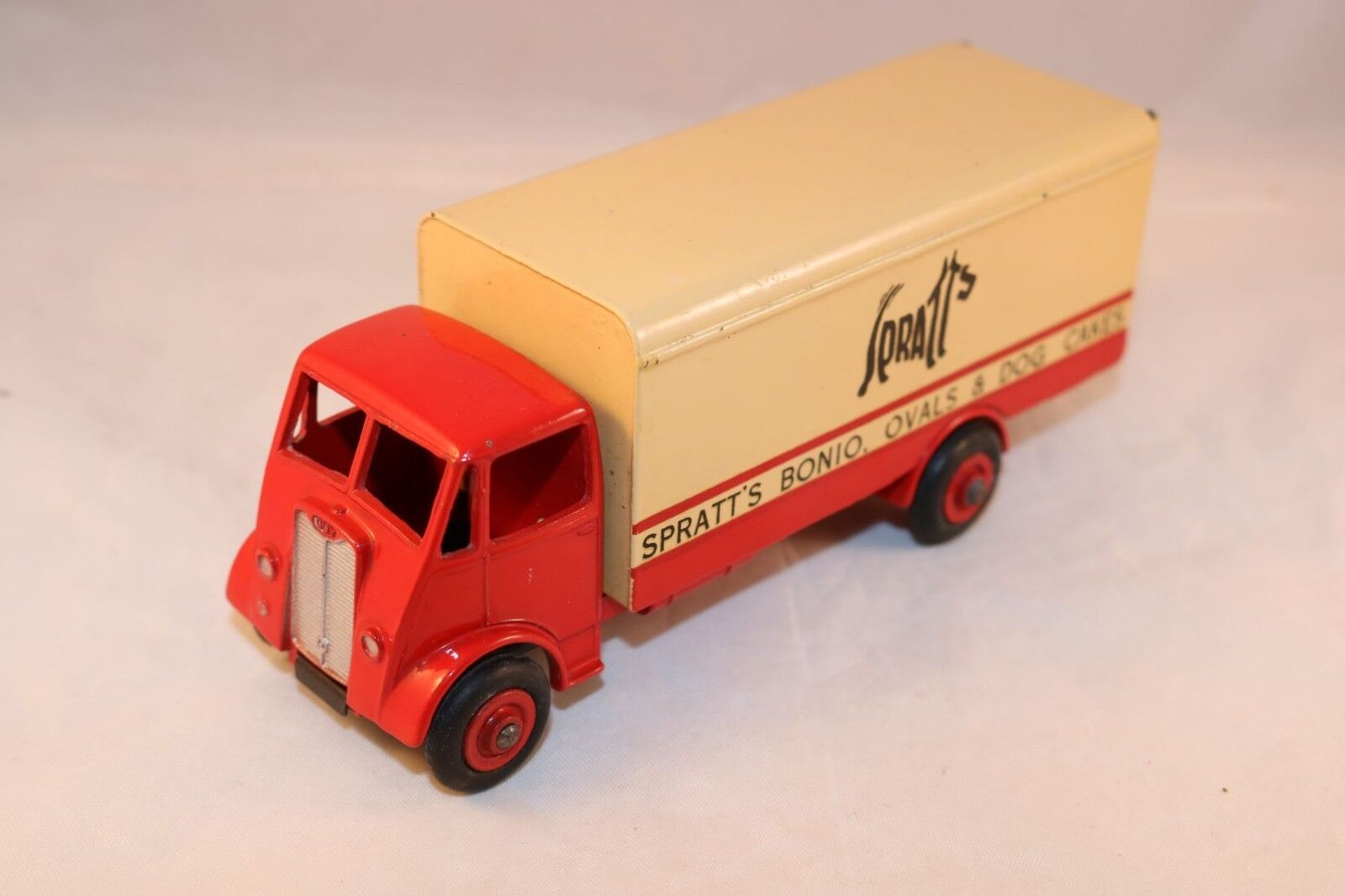 Dinky Toys 917 Guy van Spratts in near mint all original condition