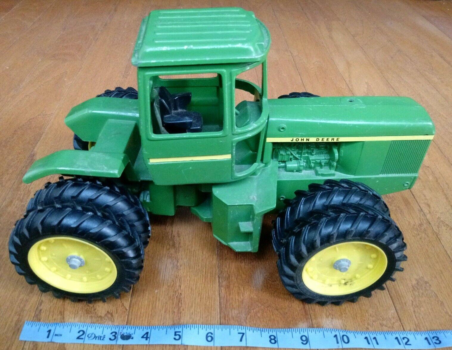 Vintage ERTL  597 0999 DIE-CAST 1 16 John Deere Cast Iron 8 Wheel Toy Tractor