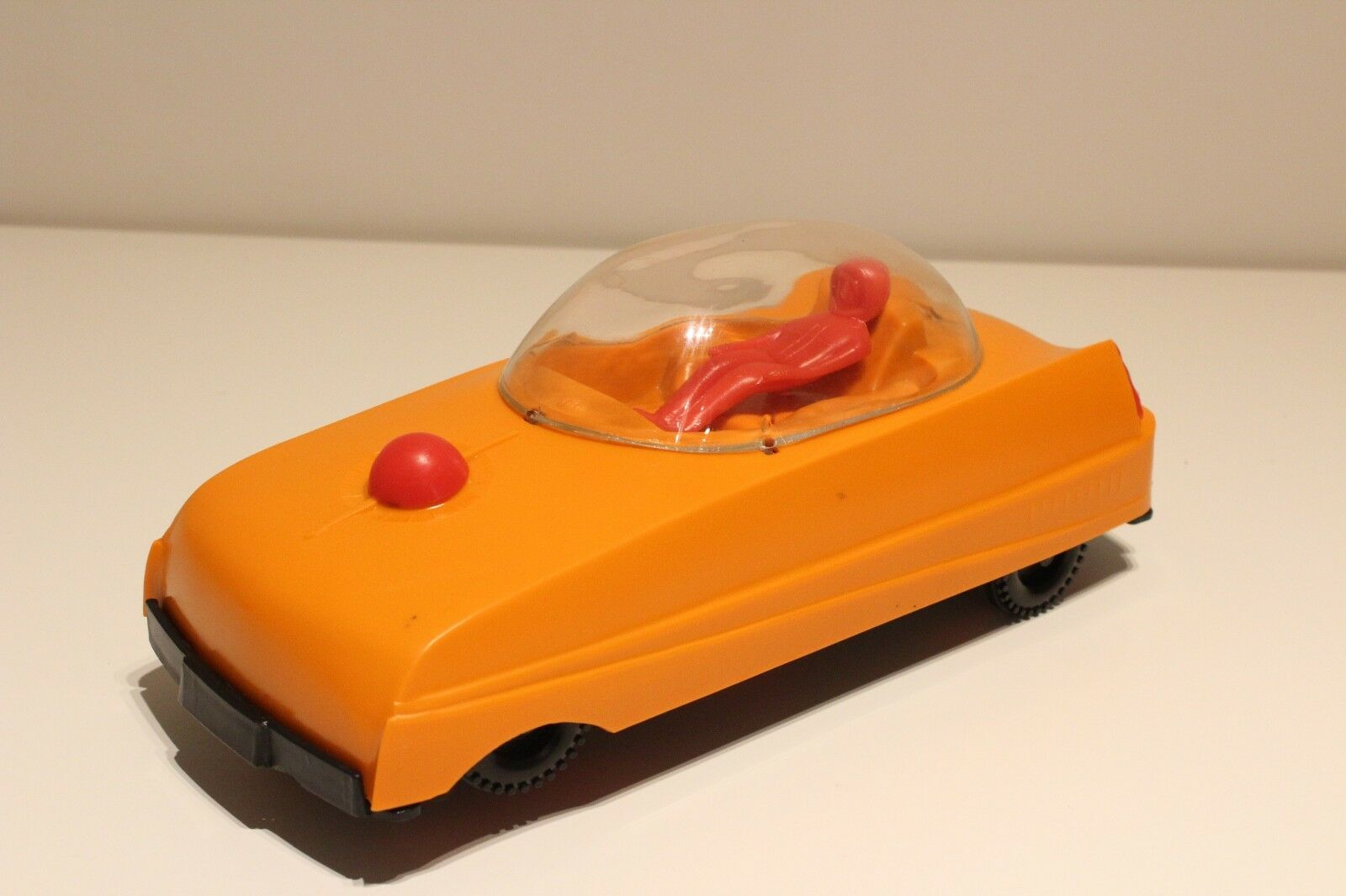 VINTAGE RARE RUSSIA PLASTIC  BATTERY OPERATED TOY SPACE CAR WITH USSR COSMONAUT