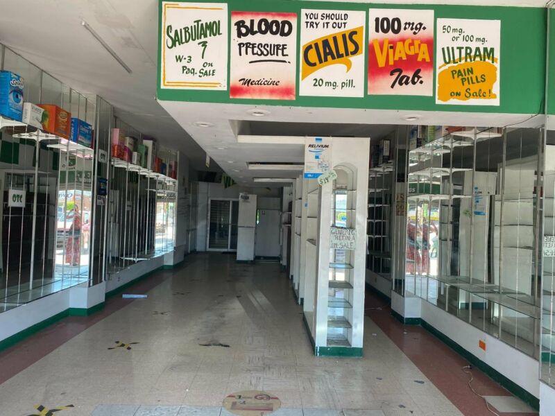 Local comercial en Renta en PLAZA VIVA TIJUANA  con excelente ubicación  $900 DLLS.