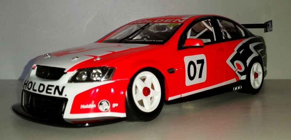 1 18 Scale Biante 2006 Holden VE Commodore V8 Supercar Launch Car    MINT