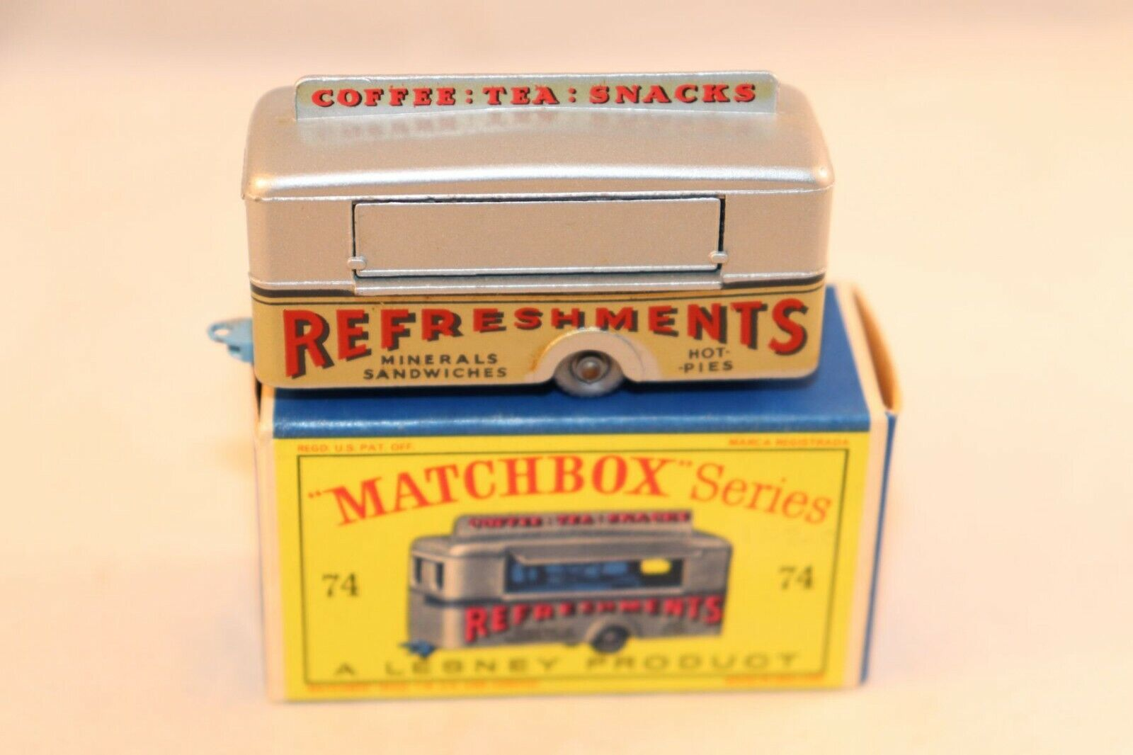 Matchbox  Lesney No 74 Mobile Canteen mint in box all original condition GPW  coloris étonnants