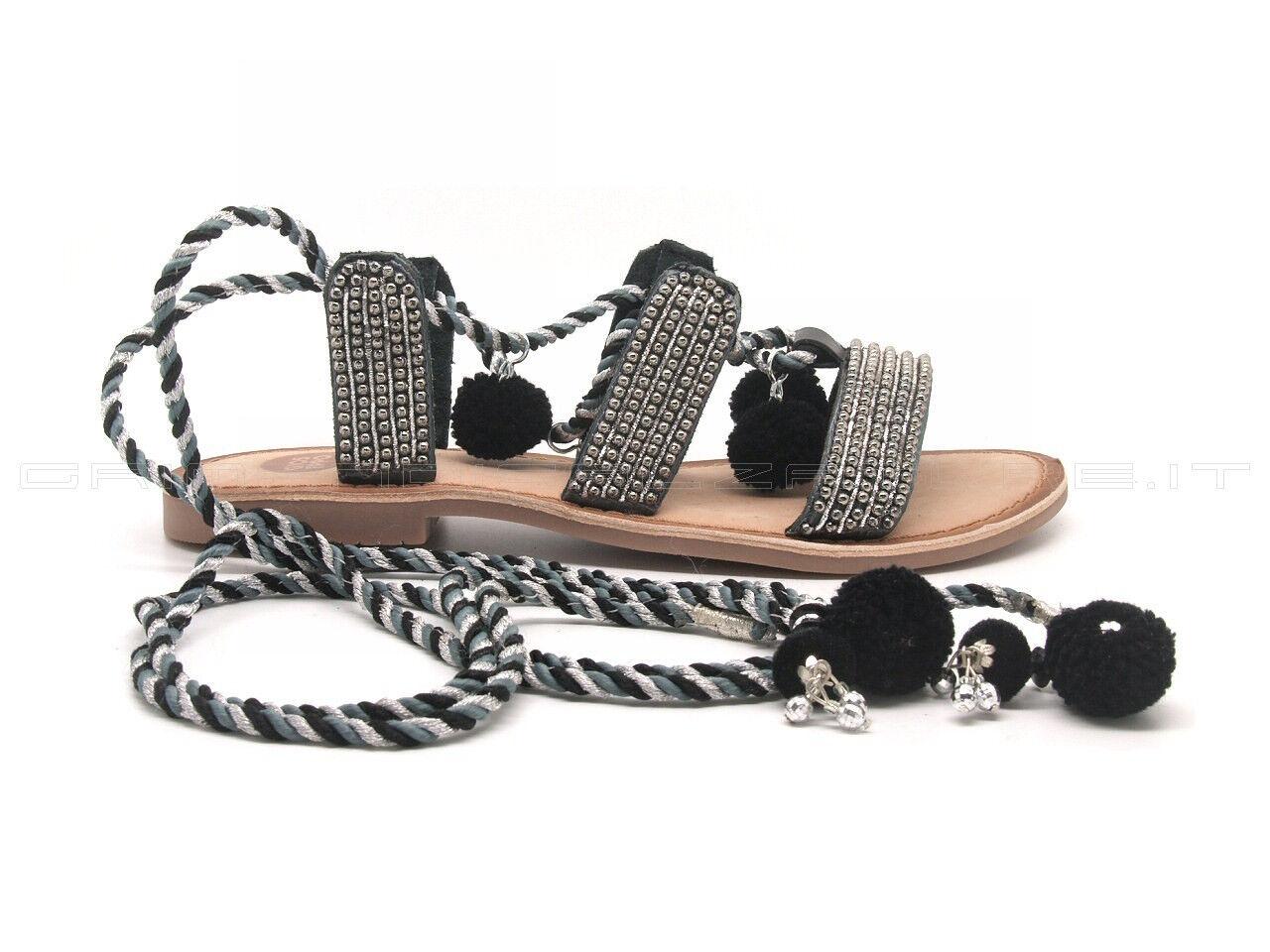 Gioseppo Sandale laccio alla schiava e pon pon, tomaia pelle nera con perline