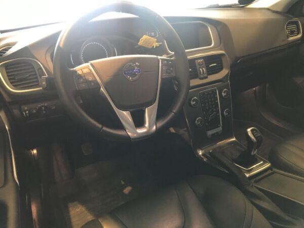 Volvo V40 2,0 T2 122 Momentum - billede 4
