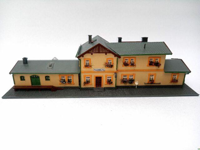 ARNOLD 6459 Sächsischer Bahnhof RADEBURG BELEUCHTET Rarität NEU Spur N C655