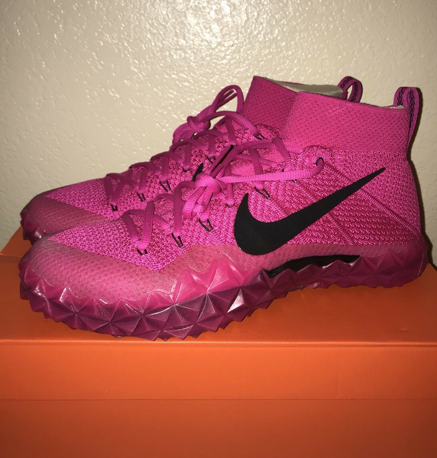 Nike Mens Alpha Sensory Turf BCA Breast Cancer Awareness Size 11 (918202-690)