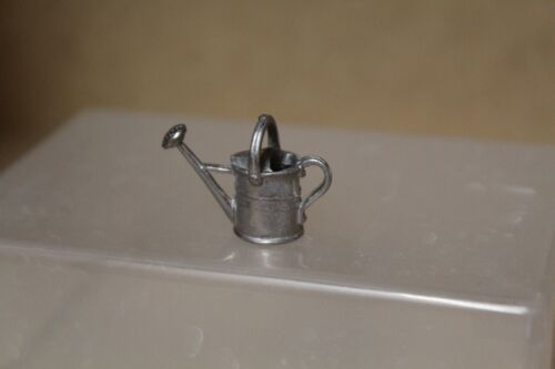Casa De Muñecas = pequeña escala = Metal Regadera