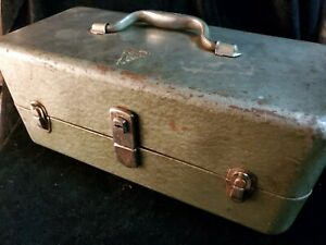 Vintage-MY-BUDDY-FALLS-CITY-Fishing-Lure-reel-tackle-box-green-3-latch-2-tray