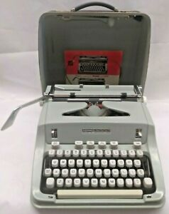 HERMES 3000 SCRIPT/CURSIVE-TYPE STYLE TYPEWRITER W/ CASE EXCELLENT CONDITION