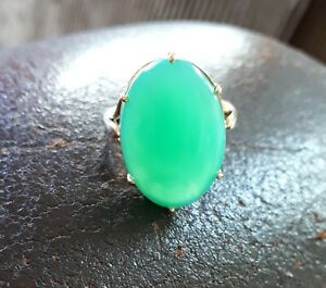 Bague or 18 carats, 2 poinçons et grand cabochon ovale jade vert très lumineux