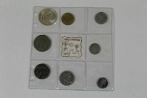 8 Older Lire Coins From 1972 - From 5-500 - San Marino IN Plastic Folder/S351