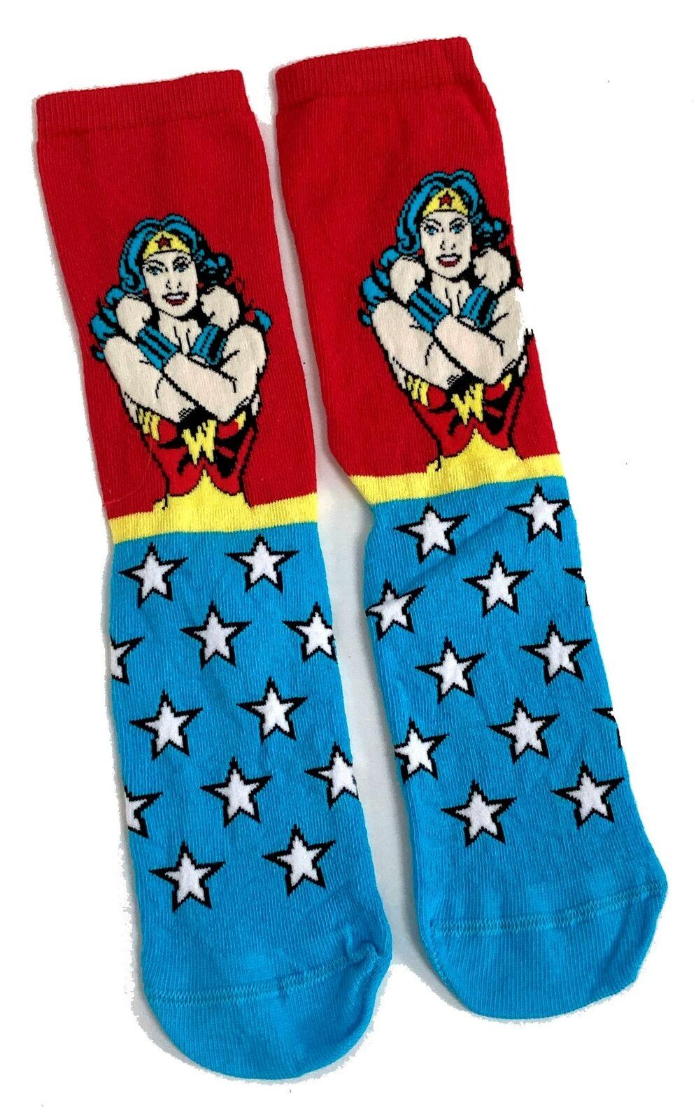 Mens Wonder Woman Posing Arm Bracelets Socks 6-11 UK / 39-45 Eur / 7-12 US