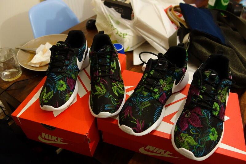 Nike Roshe run Flower PRINT MEN Size UK6 US7 suitable suitable suitable for Women UK5.5 EU39 2 fcdf21