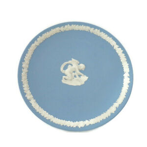 Wedgewood-Jasperware-Six-Inch-Plate-With-Kneeling-Cupid-And-Floral-Border-Blue-W