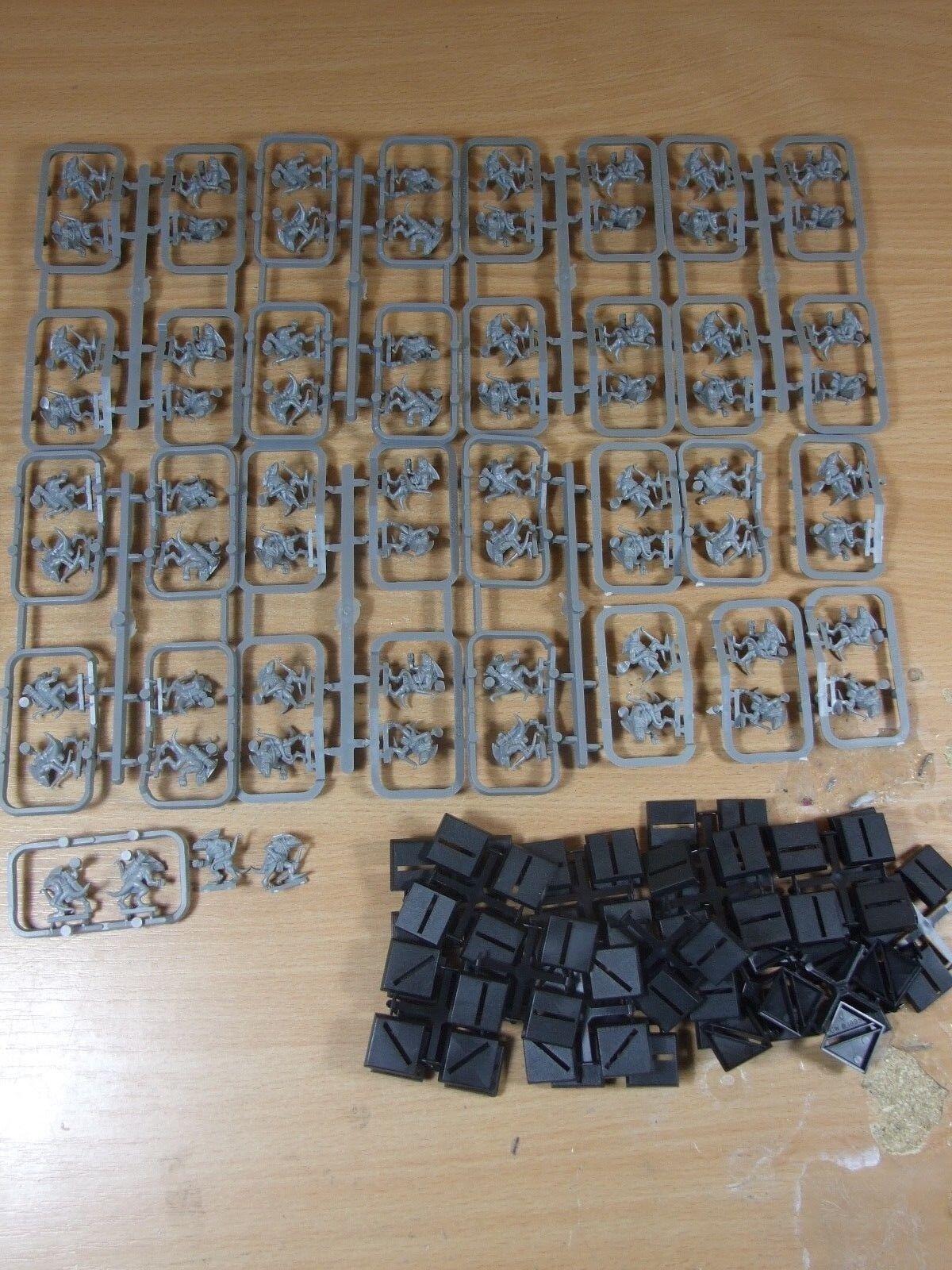 68 plastica WARHAMMER Skinks NUOVO su materozze non verniciata (J-01)