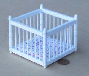 1:12 Scale White Painted Play Pen /& Mattress Tumdee Dolls House Miniature 474